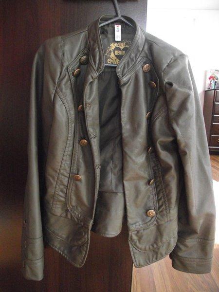 Veste en cuir style militaire