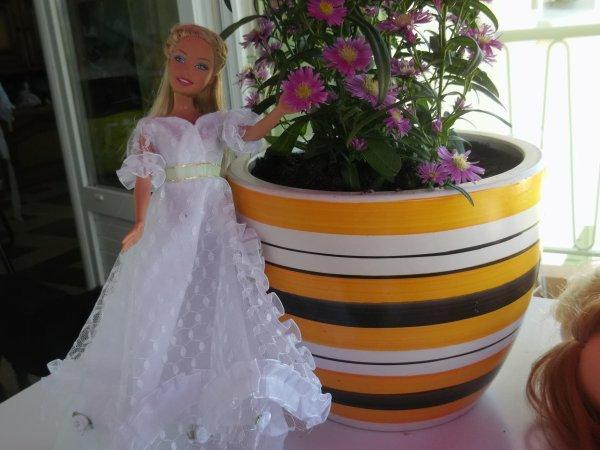 Barbie défilent en robe de mariée