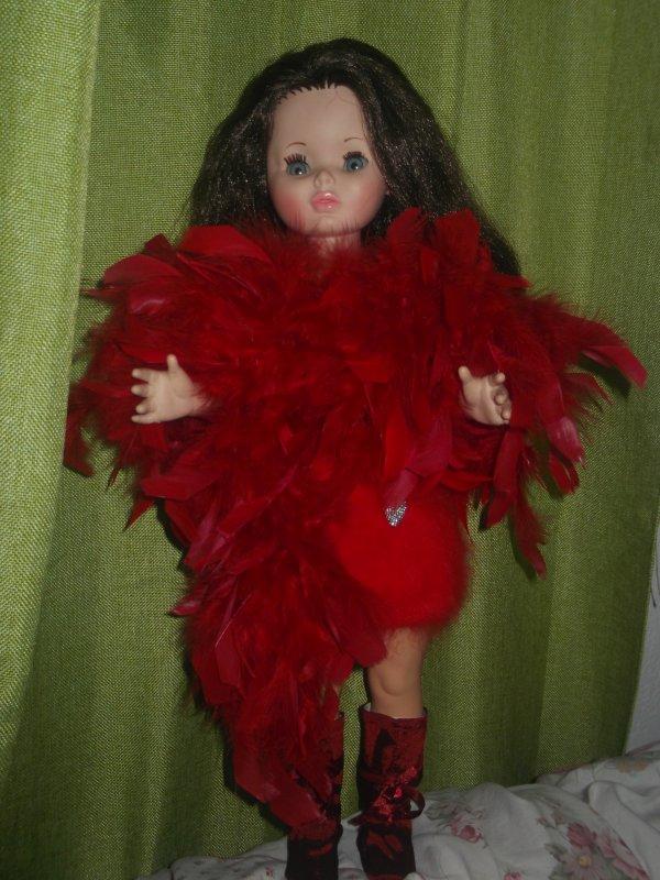 J'ai même un boa en plumes rouges!   ( 6 )