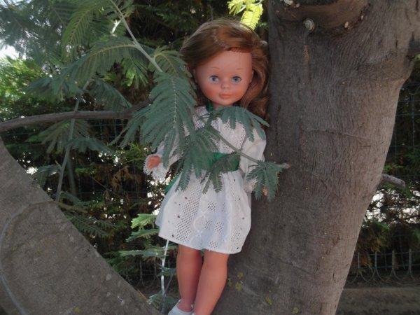 Jolie rouquine se laisse photographier chez Papy- Lys......