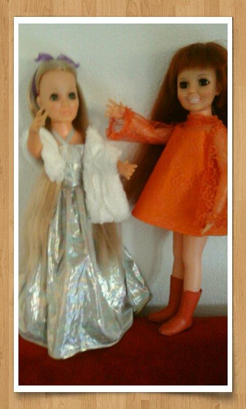 suite des essayages de robes. .Je pense que Kerry et Crissy vont garder ces tenues....