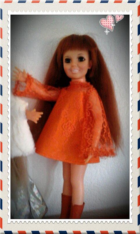 De plus près. ....Crissy qui adore la couleur orange....