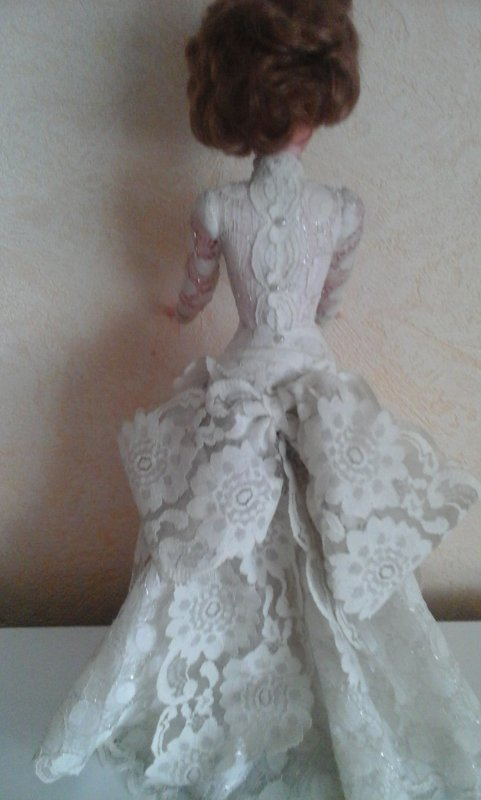 Surtout qu' elle a choisi la robe de sa vie , la robe qui va peut etre changer sa vie.....