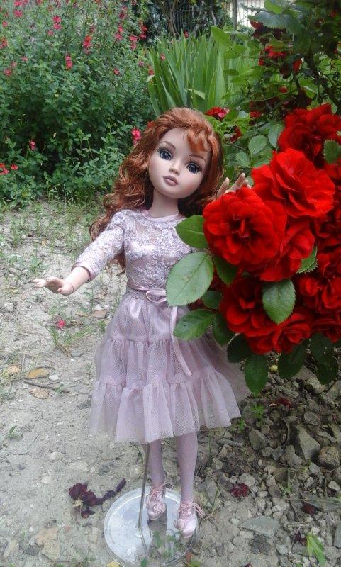 ....le doux parfum de ces roses est un pur bonheur pour la belle Ellowyne