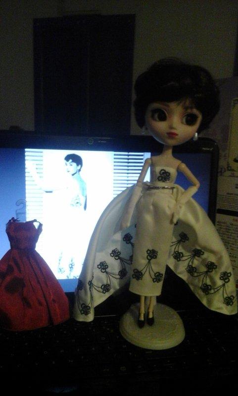 Sabrina dévoile enfin ses secrets. ...sa sublime robe de soirée