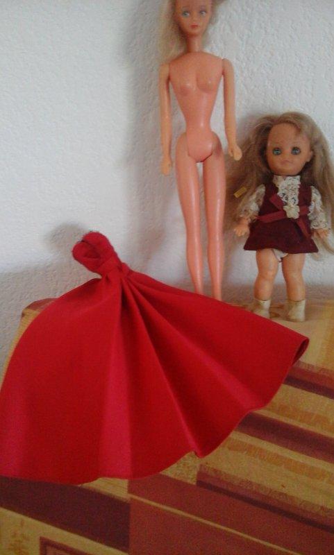 Mes trouvailles du dimanche....une Bellita , Microbe et une robe Barbie Collection;  le tout pour une modique petite petite somme