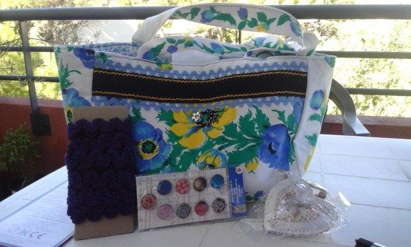 mes petites trouvailles du dimanche matin à Clermont l 'Hérault ...un sac fait main pièce unique selon la vendeuse réalisée par elle, galon violet, boutons colorés et un petit coeur fleuri .