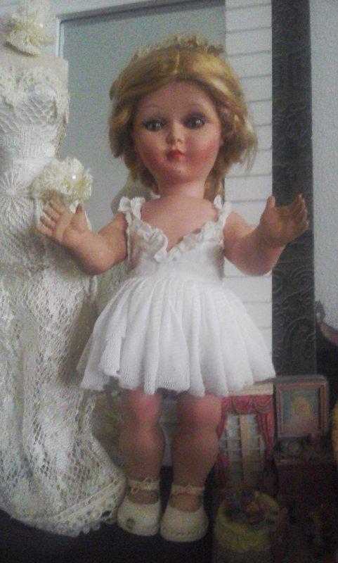 ma jolie petite Bella toute fragile est sortie de la vitrine pour vous souhaiter un très beau mardi