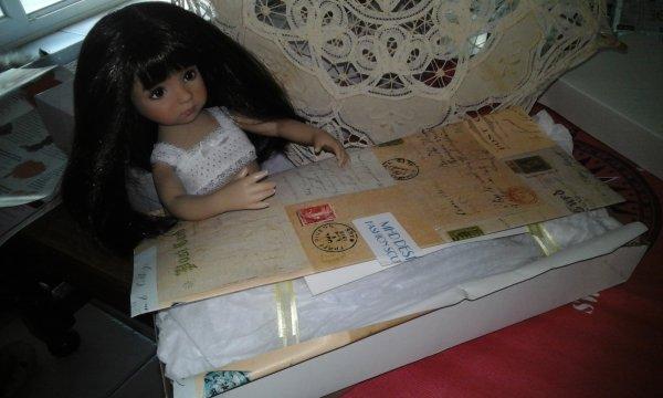 Regardes maman-lys, comme c est beau ce papier.....oh mais je ne connais toujours pas son expéditeur?