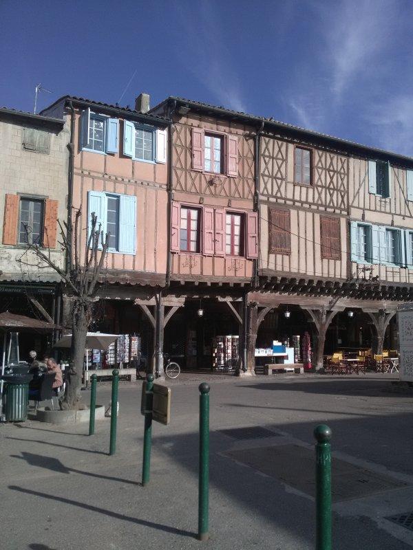 Un agréable séjour, ici nous sommes dans la très jolie ville historique de Mirepoix , Ariège ,..... Avec mes amis..... Bisous