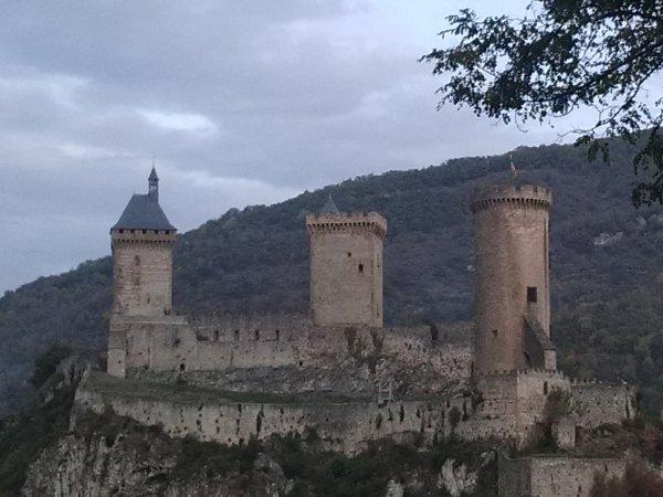 Le superbe château de Gaston Phebus...à Foix, en Ariège..... Bonne journée