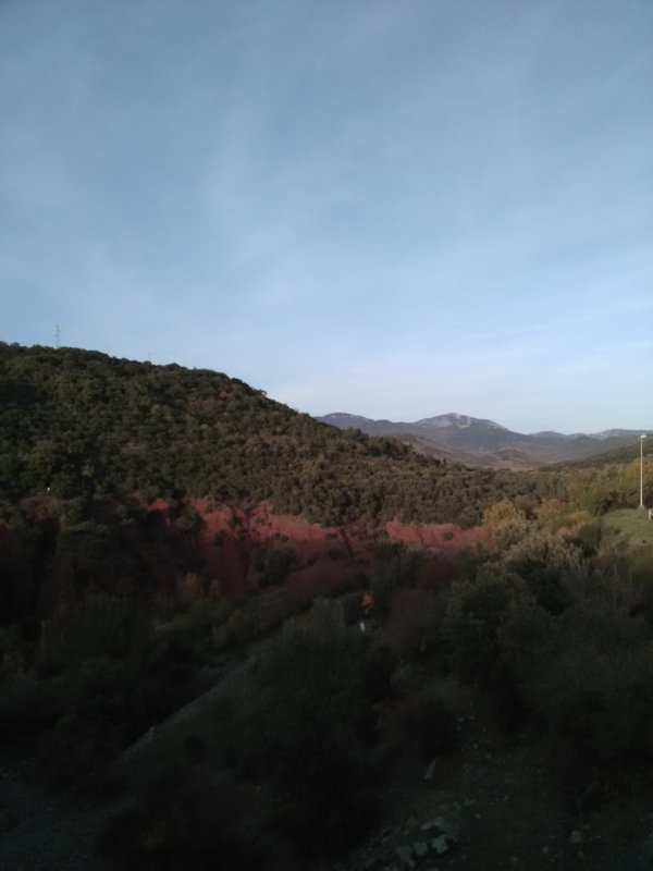 Et voici la vue de l autre côté du barrage...c est verdoyant...