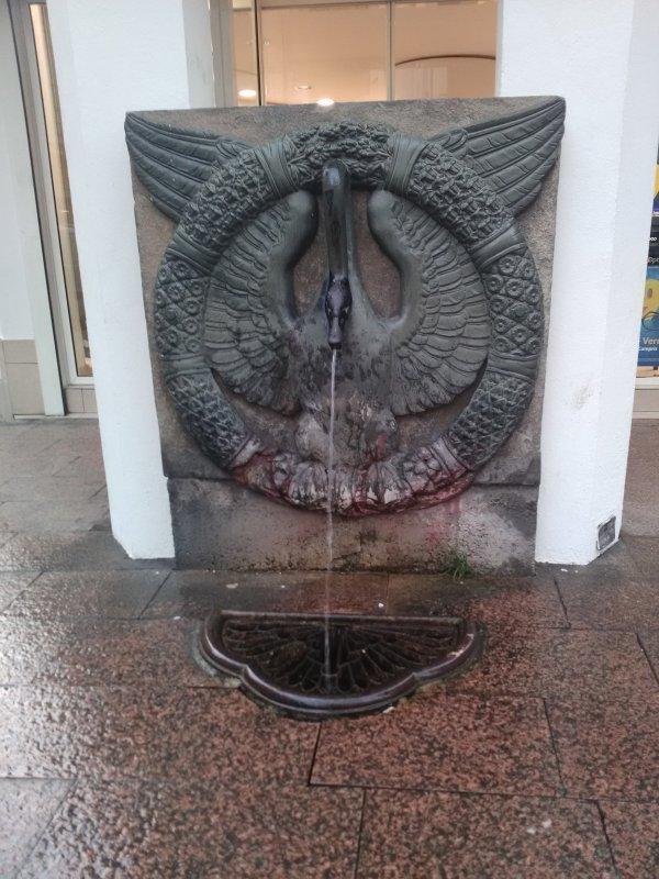 La fontaine de l 'Oie , ville de Foix , en Ariège