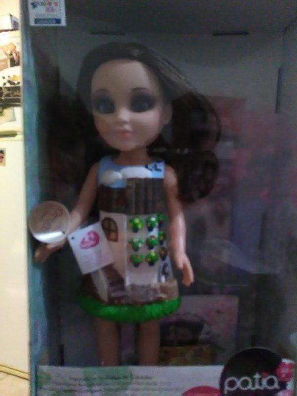Et bien il s'agit  de Patia, une belle poupée cent pour cent créée en Espagne, en Andalousie, à Cordoba ,plus exactement.