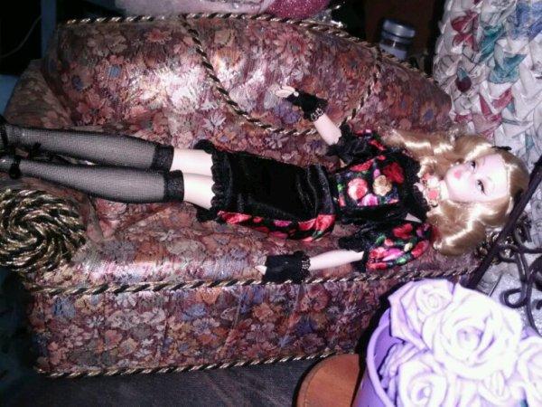 Fiorella se repose.... mais à mon avis.....elle réfléchit a ce qu'elle va faire....