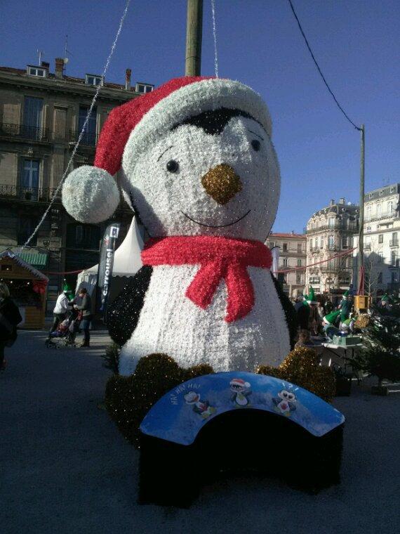 Un petit tour de manege exceptionnel....en forme de sapin, un sublime carousel, un grand pingouin......