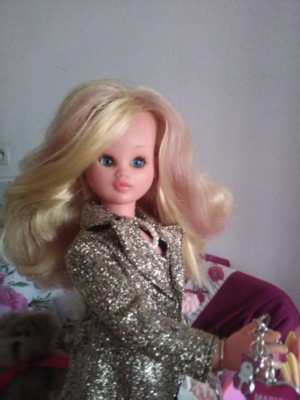 """Marion, en tenue d'origine, """" Strass """",  est très heureuse de vous retrouver avec sa maman, Elena-Lys...."""