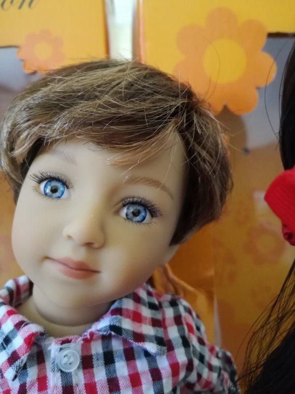 Portrait....Chad a de superbes yeux bleus avec des reflets ...
