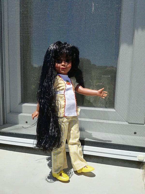 Tara ....et ses longs beaux cheveux noirs....