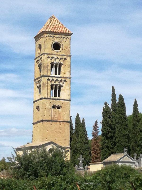 La Tour romane de Puissalicon, du 12 ème siècle!
