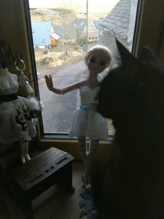 Et si Ellowyne choisissait cette petite robe blanche....alors Cachou qu en penses tu ?