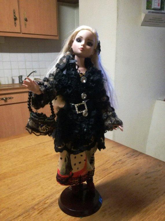 Ellowyne vous présente sa nouvelle tenue « Rêve en Cezallier », que j ai réalisé, manteau, sac et robe....demain je vous montrerai la robe