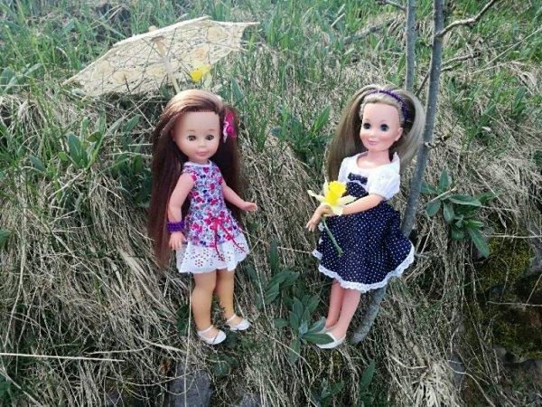 Nancy et Tressy profitent du soleil....