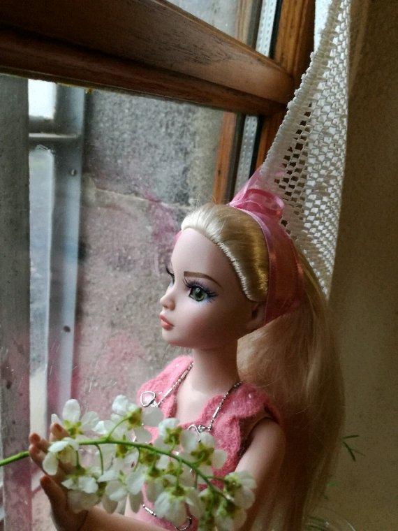 Ellowyne voit la vie en rose....il y a t il une raison?