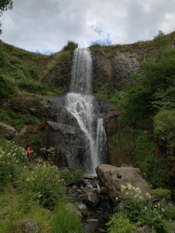 La Cascade de Saillant....Auvergne. Pas trop de motivation en ce moment , a bientôt , je passerai de temps en temps sur vos blogs.