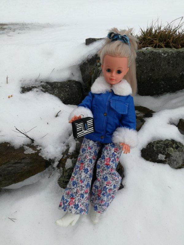 Cathy ne va pas à Megève....mais reste avec moi et elle profite un peu de la neige.