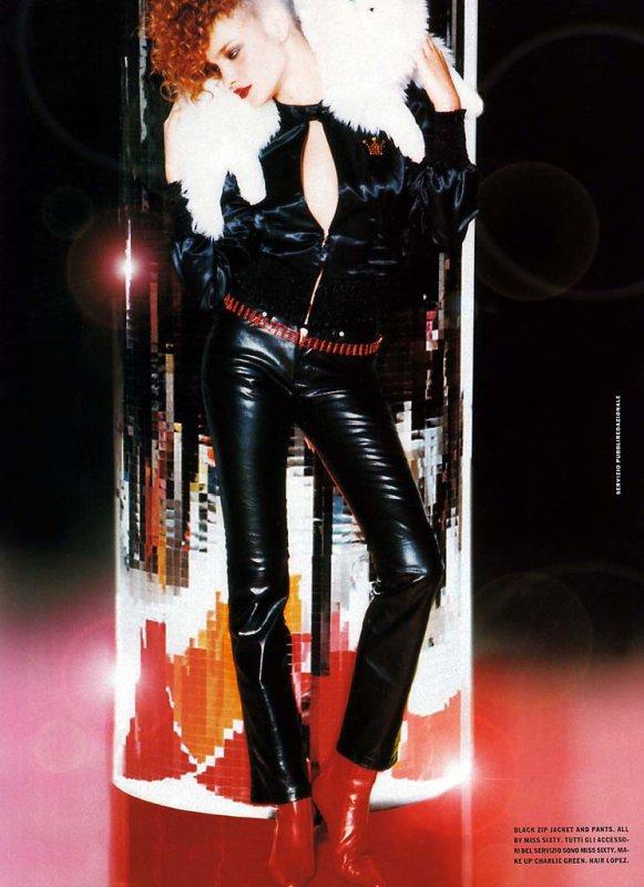 Souvenez-vous: Vogue Italie Juillet 2001 (Smart Candies) par Ellen Von Unwerth