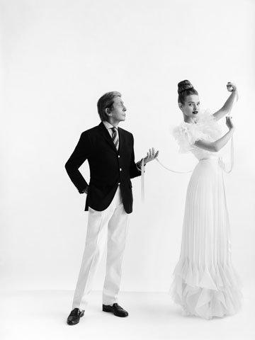 Divers: Exposition célébrant les 50 ans de métier de Valentino à Londres le 29 Novembre 2012