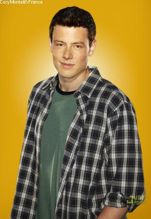 """Les toutes premières photos promotionnelles (et ici) de la saison 2 de Glee ont enfin été dévoilées. Et perso, je les trouve M.A.G.N.I.F.I.Q.U.E.S. Ils sont tous très beau. Ma préféré étant celle de Cory et Lea, of course ^^. Ils sont supers tous les deux. ♥ ♥ Cory ♥ ♥. Ensuite, le site Spoiler TV a dévoilé les tous premiers stills du premier épisode de la saison 2 intitulé """"Audition"""" qui sera diffusé le 21 Septembre prochain. Perso, j'ai qu'une chose à dire : vivement qu'on y soit =)"""