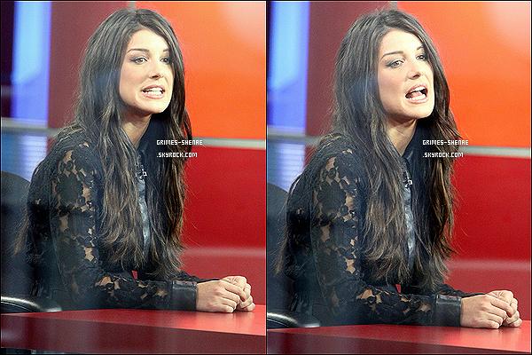 """. 29/03/12 : Shenae était dans sa ville natale à Toronto (Canada), pour le """"Global's 'Morning Show"""". Un Top Shenae  Grimes est rayonnante, mais il y'a un petit """"hic"""", je n'aime pas son manteau, et toi t'aimes ? ."""