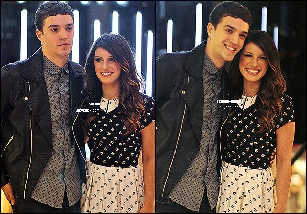 18.10.2012 : Shenae et Josh étaient présents à l'ouverture du magasin Topshop Topman à Vancouver.