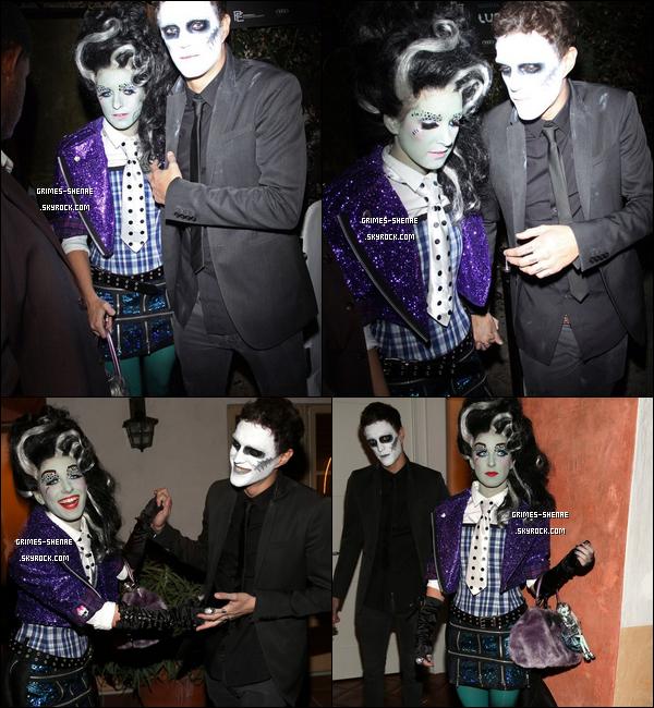 27 OCTOBRE :  La Belle Shenae et son copain Josh ont été vu très beaux! quittant une fête d'Halloween. BR 28 OCTOBRE :  Miss and Mister zombie ont été vu quittant tout les deux une fête d'Halloween. Plutot jolie ?