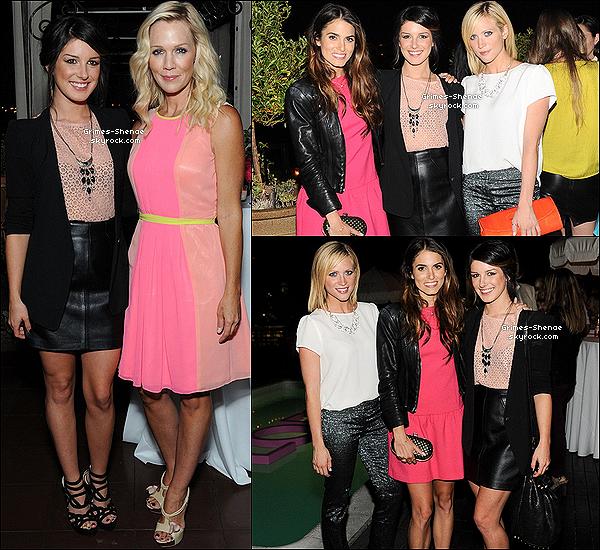 """. 15 août 2012 : Notre belle Shenae Grimes, super bien habillée au passage, était à l'évènement """"Live IN Pink"""". ."""