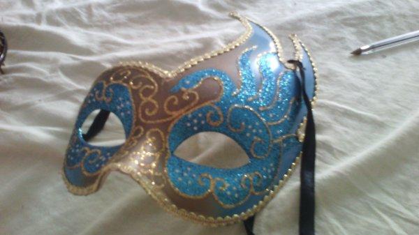 un masque ? pourquoi ? parce que j'aime les masque et que je voulais mettre un masque comme article u.u