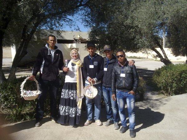 أعضاء جمعية شباب المستقبل مع أعضاء جمعية النور و الإشعاع بمناسبة الاحتفال باليوم العالمي للمرأة