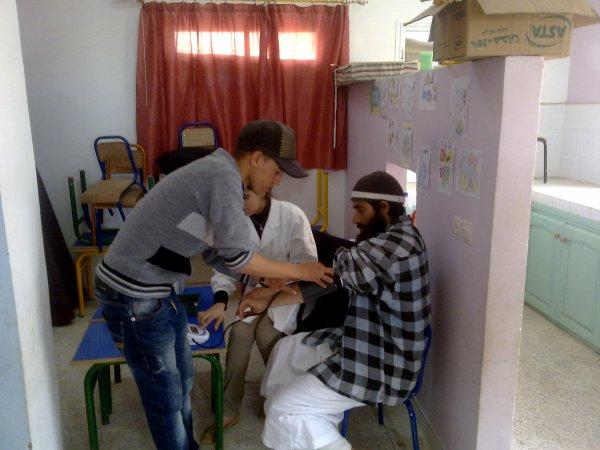 رئيس جمعية شباب المستقبل في مهمة طبية بمجموعة مدارس زناتة