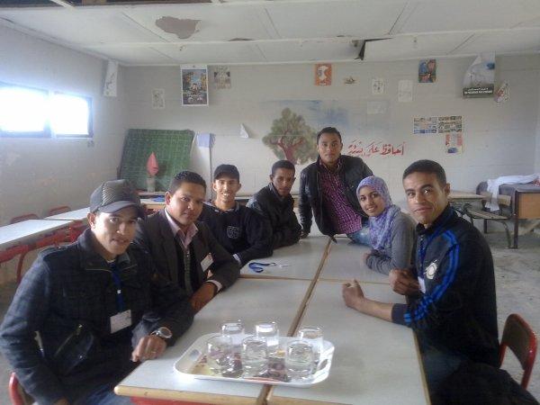 أعضاء ومنخرطي جمعية شباب المستقبل في النشاط الذي نظم يوم فاتح أبريل 2012 بمجموعة مدارس زناتة