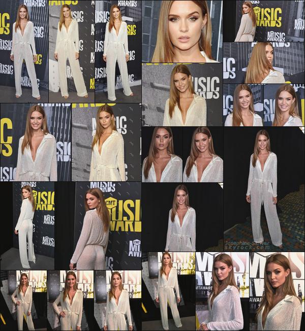 - 07.06.17 — Josephine était présente lors de la cérémonie des CMT Music Awards, à Nashville, TN. De retour chez elle a Nashville, Josephine nous offre encore une fois une sortie magnifique ! J'adore le look et la mise en beauté, c'est un TOP !  -