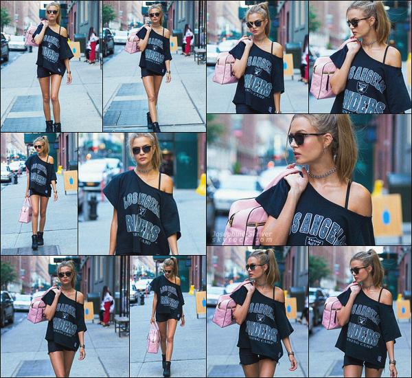 - 24.07.17 — Miss Josephine Skriver a été vu par les paparazzis se baladant seule dans les rues de New York. Encore un candid digne d'un véritable shooting photo ! Côté look j'aime énormément un beau top pour Jo ! Qu'en pensez-vous ?  -