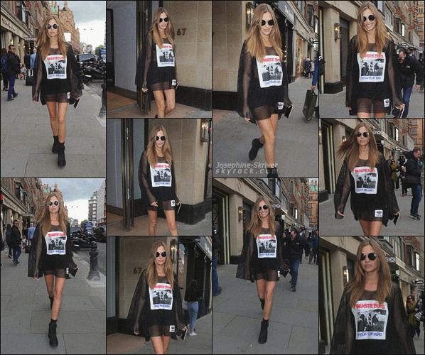 - 18.09.17 — La jolie Josephine Skriver a été vu se rendant a un rendez-vous d'affaire à Londes, GB. Jo s'est rendu a Londres a l'occasion de la Fashion Week Londonienne. J'aime énormément ce que porte la miss, c'est un TOP pour moi !   -