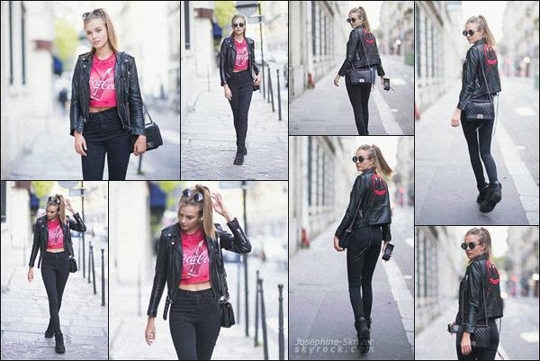 - 27.09.17 — La belle Josephine Skriver a été vu se baladant dans les rues de la capitale Française, Paris. Blondie a pris l'avion vers Paris pour la Fashion Week parisienne qui commence, côté look j'aime beaucoup la tenue de Josephine, c'est un TOP ! -
