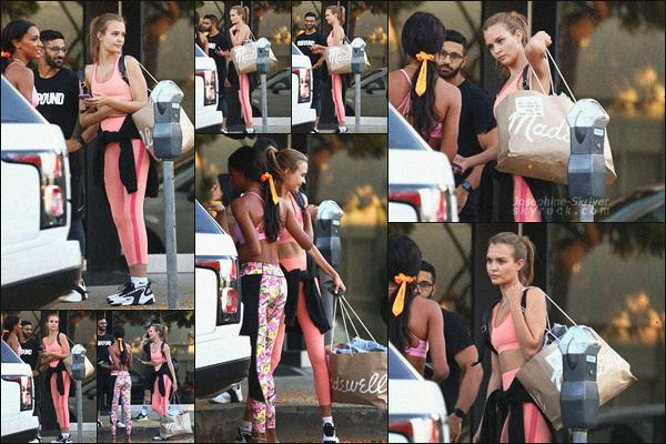 - 17/06/19.—. Josephine Skriver accompagnée de son acolyte Jasmine Tookes ont été photographier quittant la gym à LA.  -