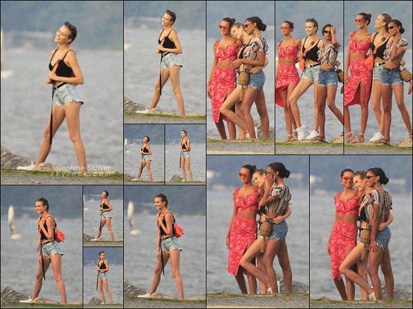 - 21/06/19.—. Josephine a été photographier posant avec des amis sur une plage de Rio De Janeiro au Brésil. Gros TOP !  -