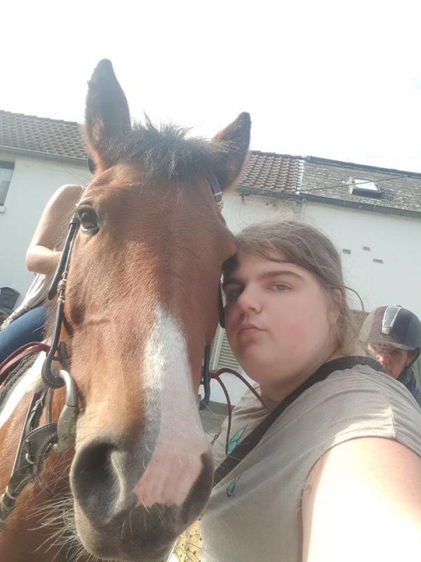 petit selfie avec yakari le cheval d une amie