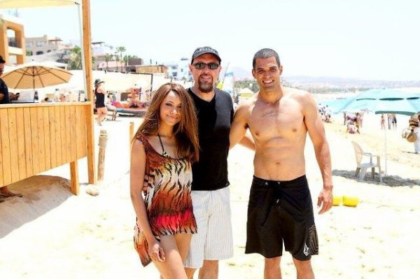 Il y a quelques jours, la belle s'est rendue à Cabo San Lucas avec son boyfriend + Photo entière de la couverture du nouvel EP - Against The Wall+Spoilers saison 4 - Bonnie peut-elle devenir méchante ?