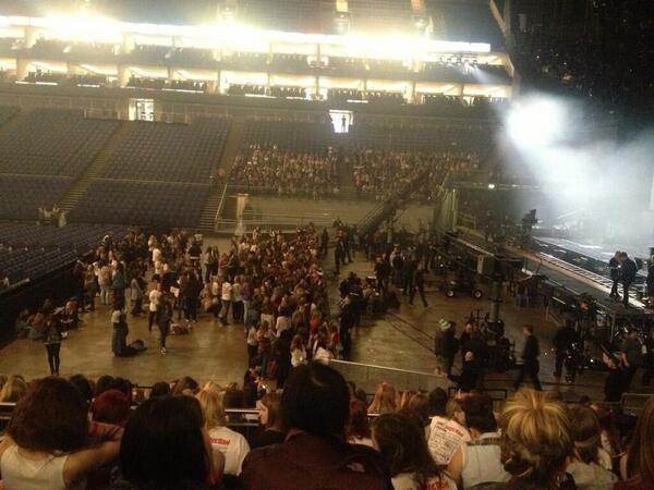 A l'intérieur de l'O2 Arena,en ce moment.